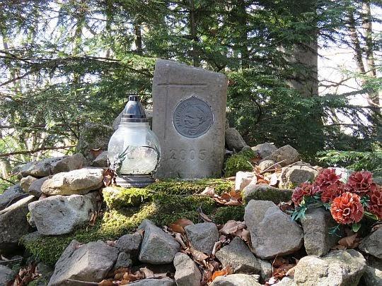 Obelisk na Dzwonkówce.