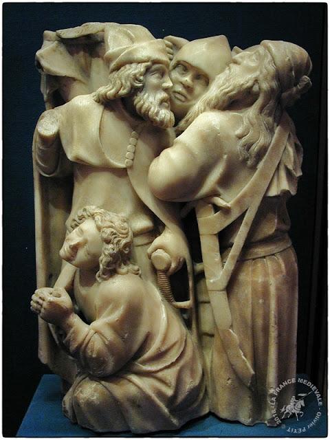 """PARIS (75) - Musée du Louvre : Relief en albâtre """"St Jean et un groupe de soldats"""" (XVe siècle)"""