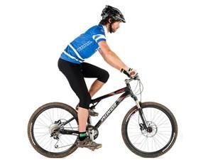 Bersepeda secara teratur sanggup membantu Anda menurunkan berat tubuh 37 Manfaat Bersepeda dan Tips Bersepeda yang Baik