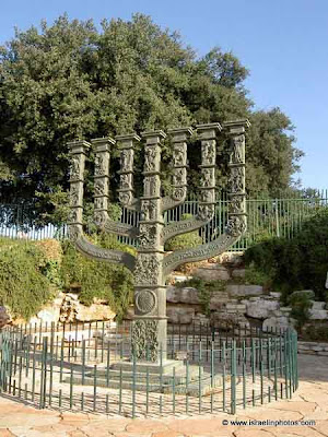 Jerusalem in Photos: Knesset Menorah (Menorat HaKnesset)
