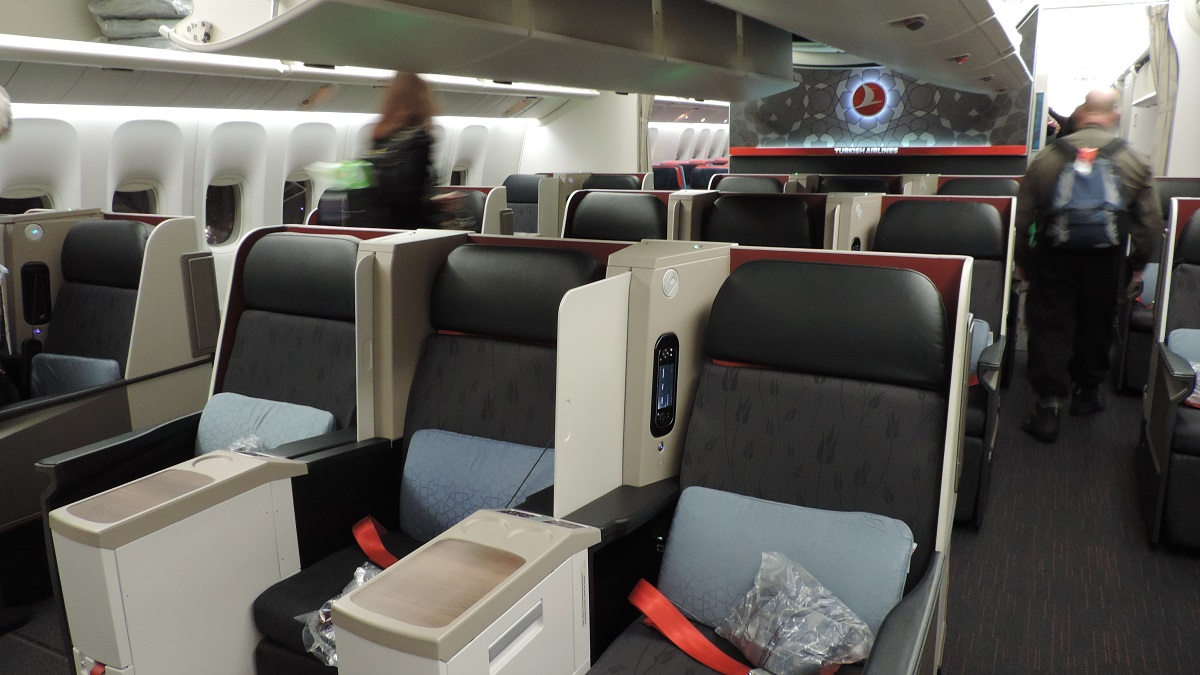 the filipino traveler review turkish airlines b777. Black Bedroom Furniture Sets. Home Design Ideas