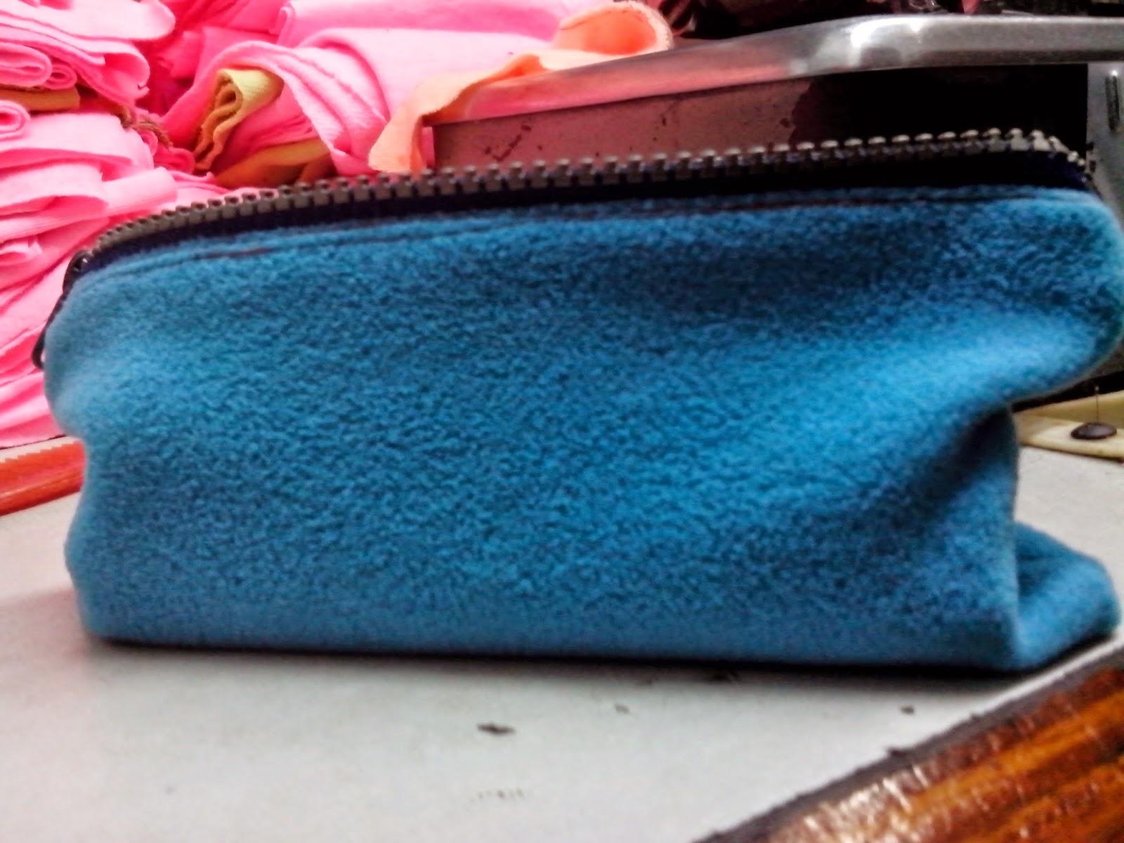 - Sau đây là một vài hình ảnh chi tiết của bóp đựng bút handmade làm bằng vải nỉ 1 da Hàn Quốc: