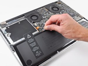 Remove the Battery of Macbook Pro to Reset SMC