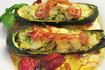 Tikvice s nadjevom i hrskavom pancetom / Stuffed zucchini with crispy bacon