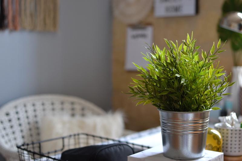 cache pot métallique et plante artificielle -Ikéa