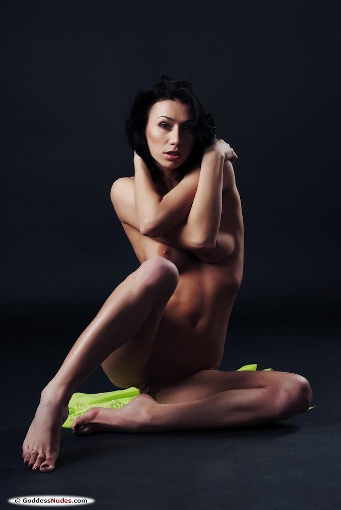 own72lr047bf GoddessNudes Magda A #1