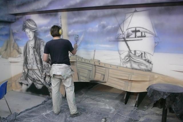 Artystyczne malowanie ściny w kręgielni, malowanie motywu pirackiego, warszawa