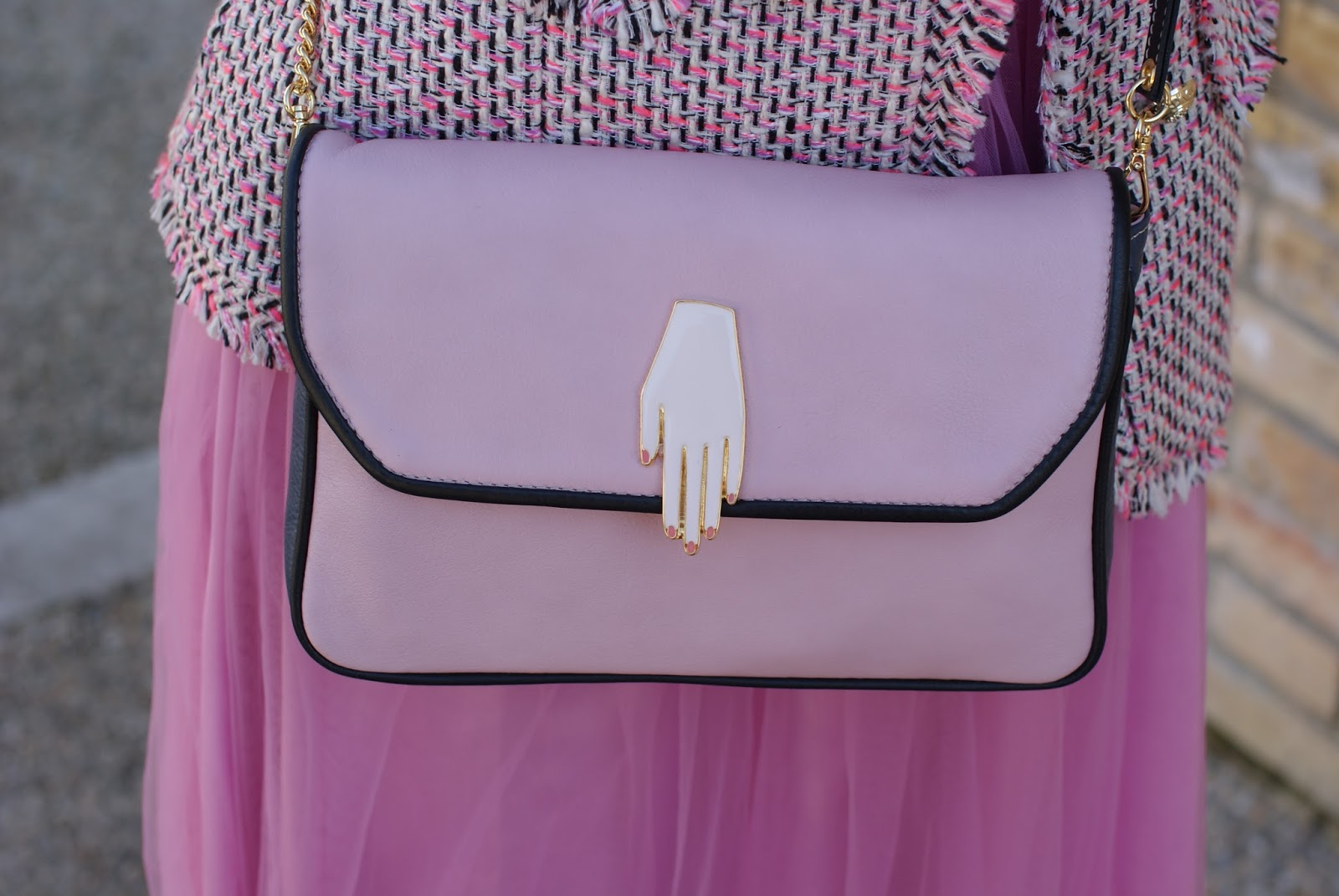 Lazzari pink bag for a romantic outfit on Fashion and Cookies fashion blog, fashion blogger style
