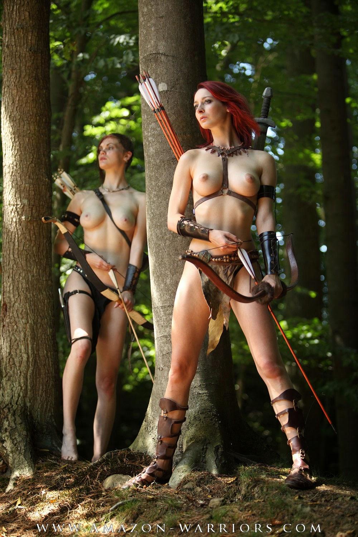 Amazone Nackt