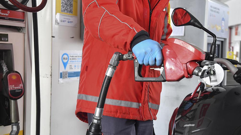 Estaciones de servicio descartan una baja de precios en los combustibles