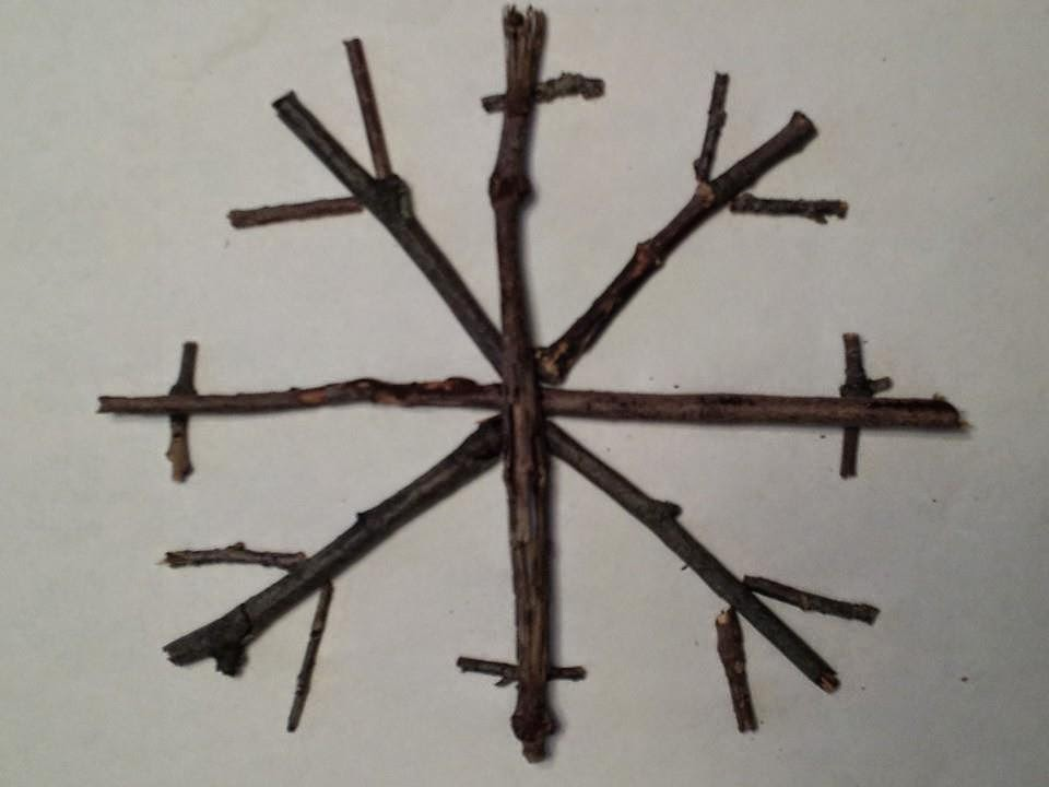 twig snowflake craft, kids crafts, Christmas crafts, winter crafts