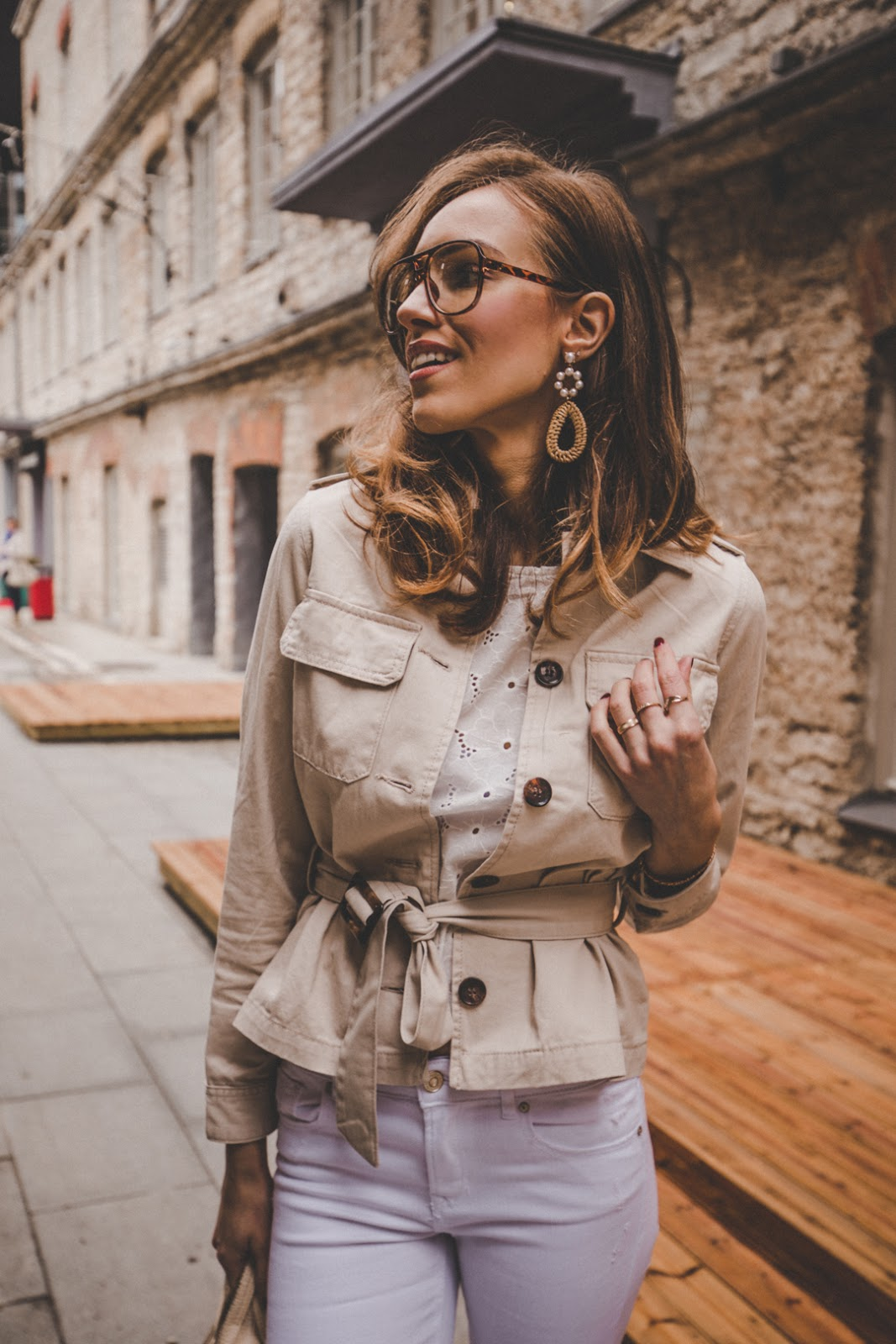 linen beige safari style jacket outfit spring trend street style
