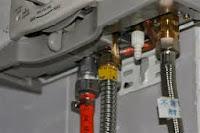 pemanas air gas memiliki 2 saluran utama air dan gas