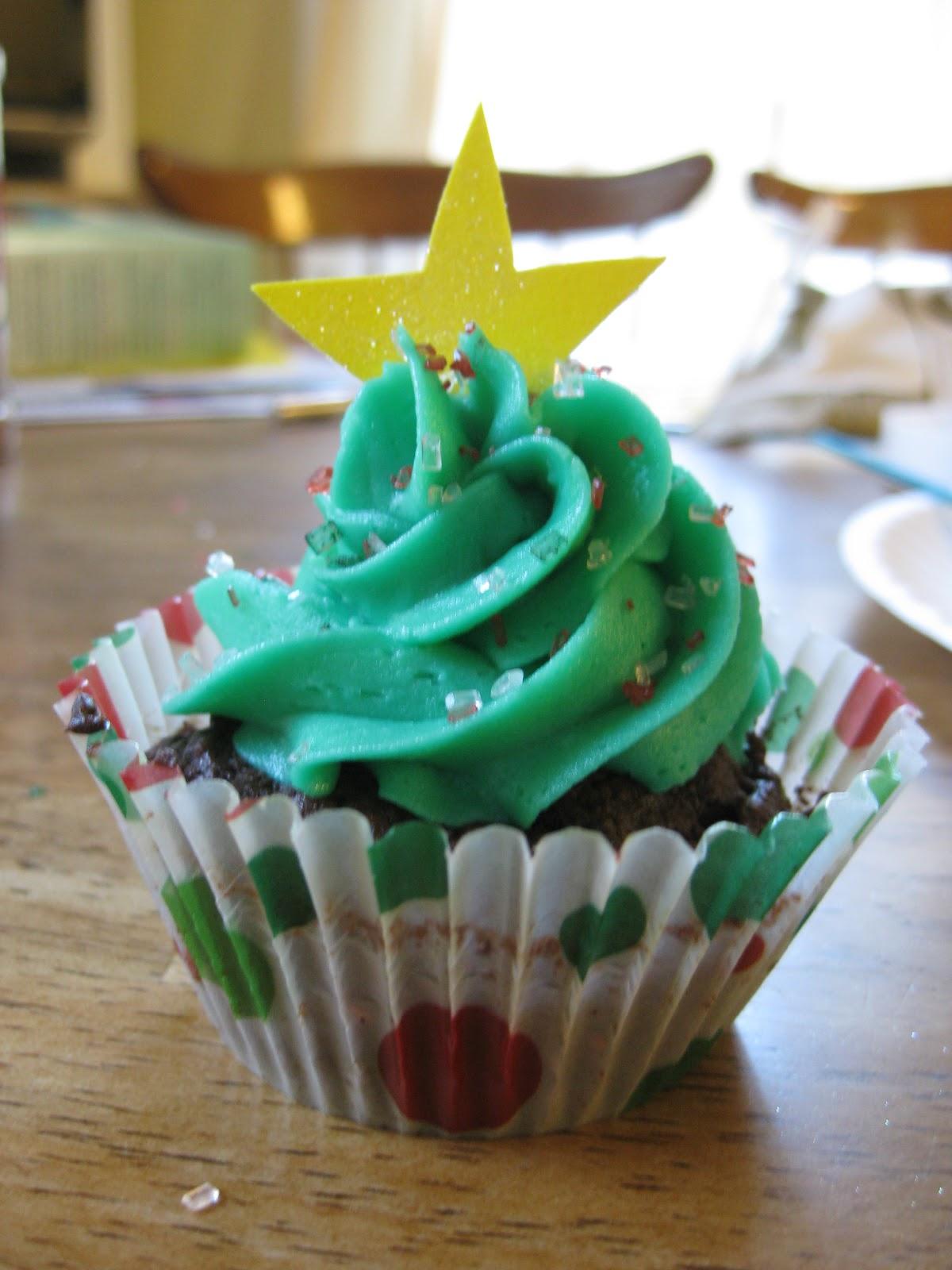 ThisIsWhyKtcIsHot: Christmas Tree Cupcakes
