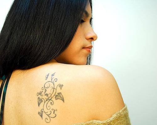 aboutsex: upper back tattoo women