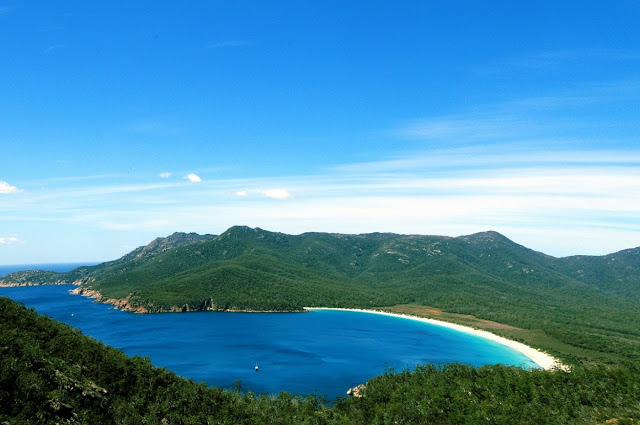 Wineglass Bay - Tasmania – AUSTRALIA                           https://goo.gl/w01jkE