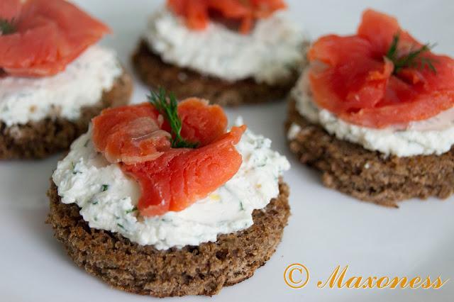 Закуска с лососем и творожным сыром