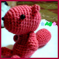Ardilla rosa amigurumi