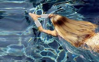 ΑΝΕΚΔΟΤΟ: Η όμορφη 18χρονη και ο νεαρός δάσκαλος κολύμβησης