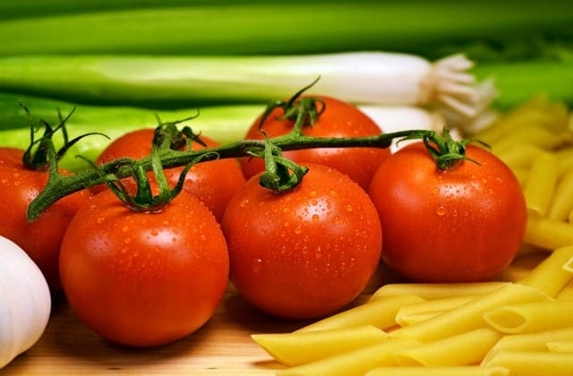 Tomat mengandung vitamin A, C & K