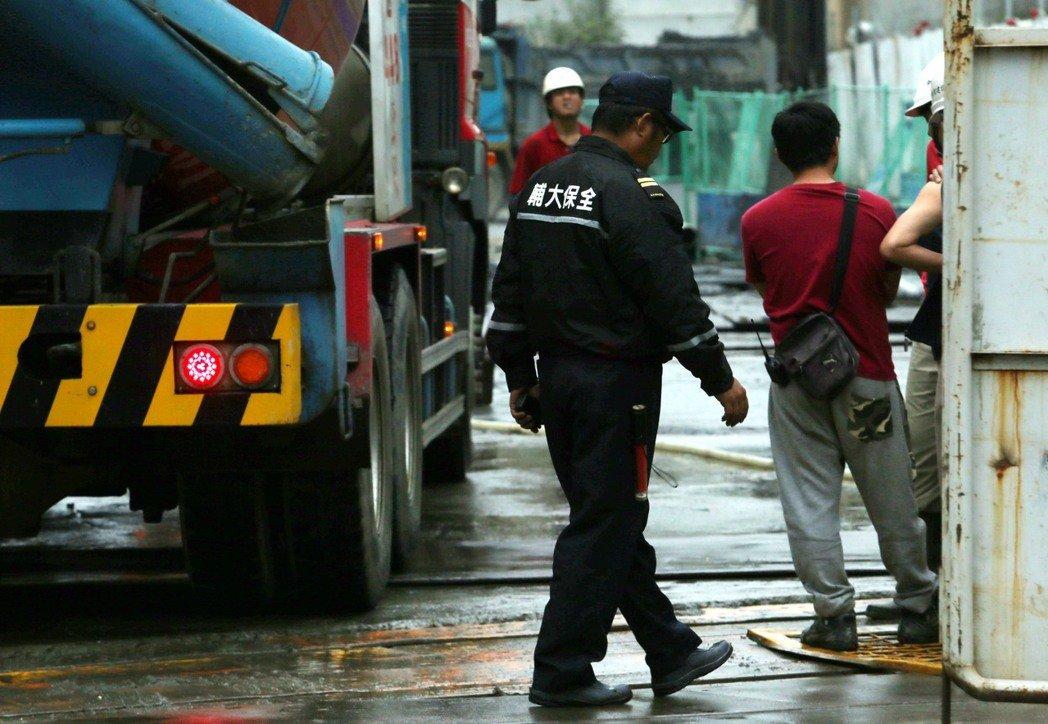 保全人員。圖片來源:聯合新聞網