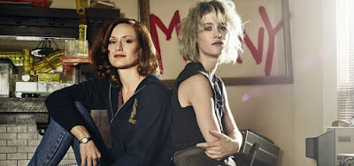 Kerry Bishé (Donna) e Mackenzie Davis (Cameron) são empoderadas em Halt and Catch Fire