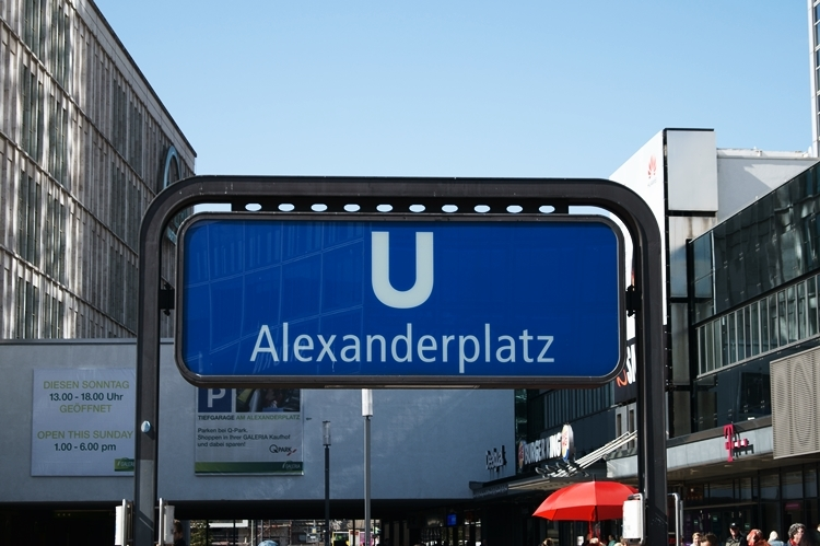 Blog + Fotografie by it's me! - Bloggertreffen in Berlin - U-Bahnschild Alexanderplatz