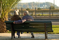 Resultado de imagen para personas mayores de espaldas