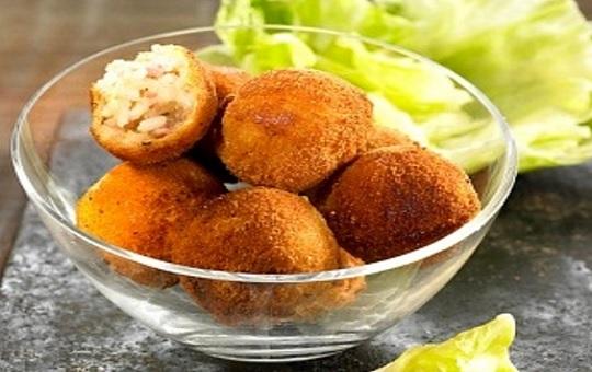 Bolas de arroz fritas