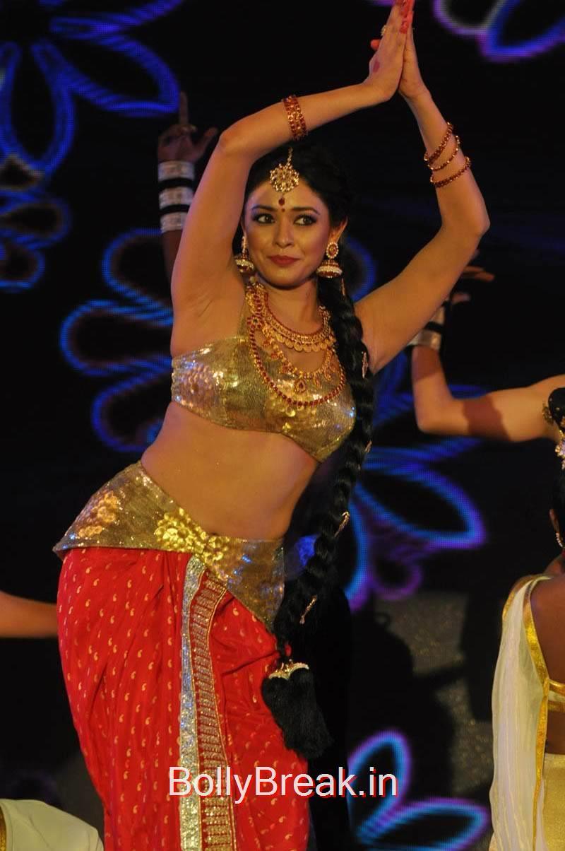 Pooja Kumar Unseen Stills, Actress Pooja Kumar Hot Dancing Pics at  Uttama Villain Movie Aduio Launch