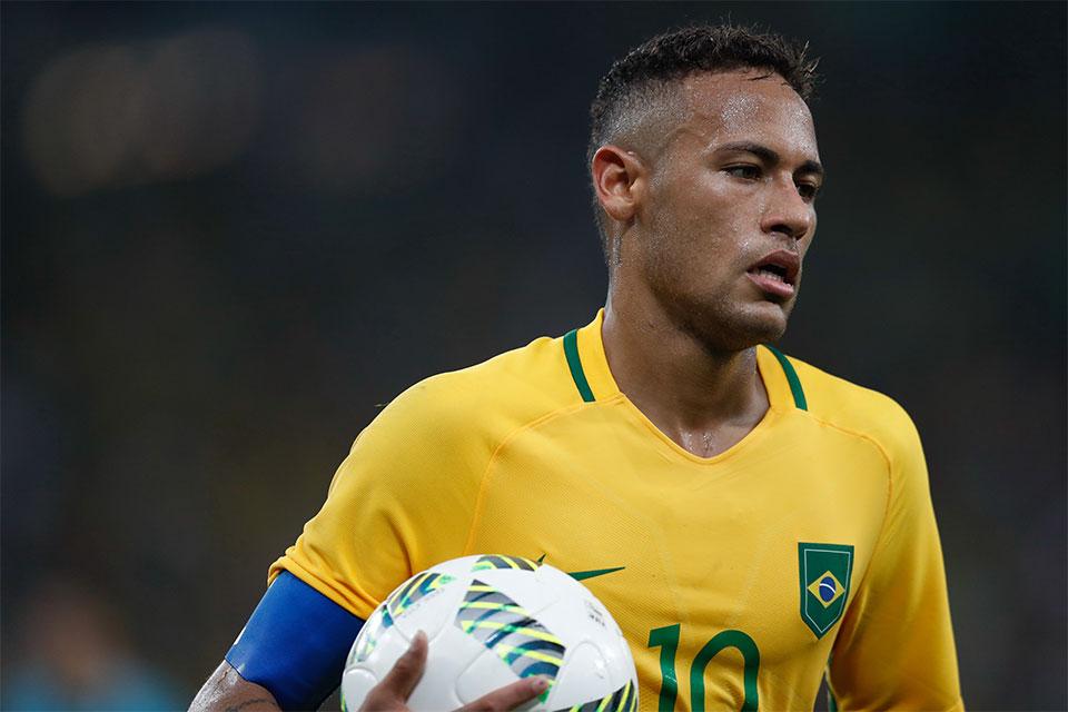 Neymar fez o gol na quinta cobrança de penalty. Depois o goleiro Veverton defenderia a bola que deu a medalha de ouro para a seleção brasileira. Foto: Fernando Frazão/Agência Brasil