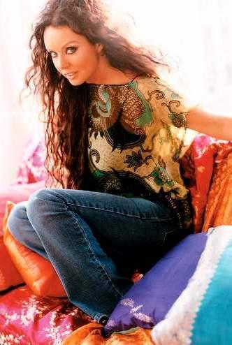 Foto de Sarah Brightman con cabello largo