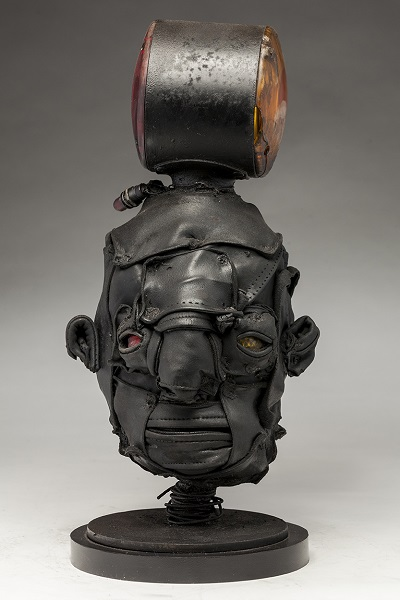 "Ronald Gonzalez - ""Signal"" - 2018 | imagenes obras de arte contemporaneo tristes, depresion, esculturas chidas, creative emotional sad art figurative pictures, cool stuff, deep feelings"