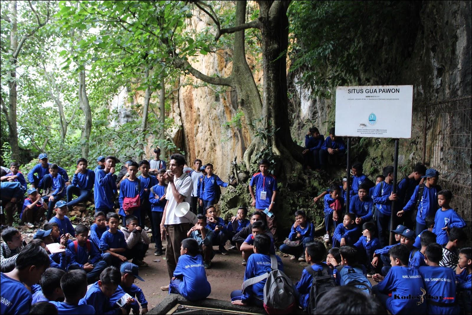 Siswa Kelas 7 SMPN 2 Cipatat Belajar Sejarah Manusia Purba di Guha Pawon