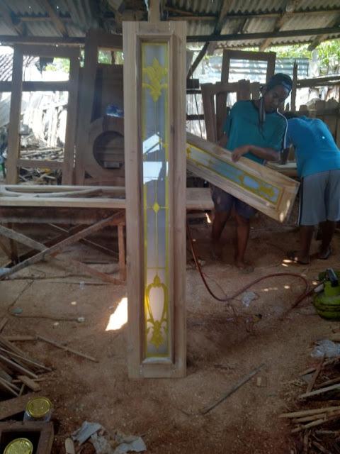 model jendela kayu