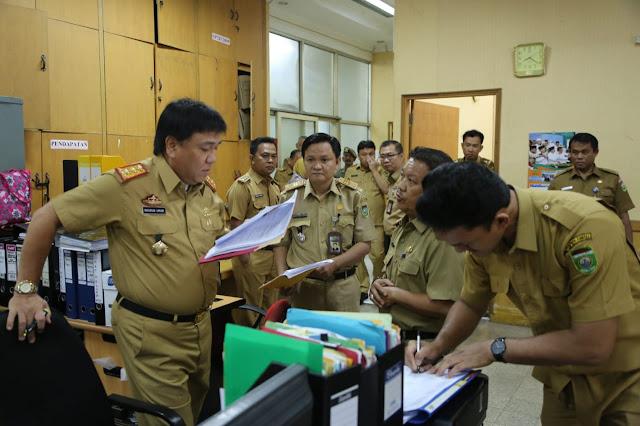 Sidak Kerja Hari Pertama Puasa, Sekda Dapati Pegawai Datang Terlambat