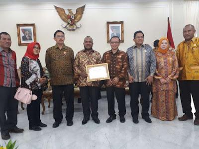Pemprov Papua Raih Penghargaan Komisi Informasi Pusat (KIP)