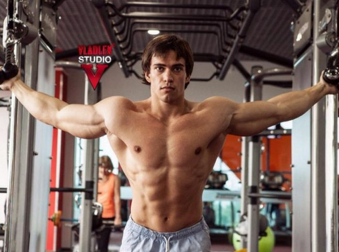This Russian Bodybuilder Bares A Striking Resemblance To ...