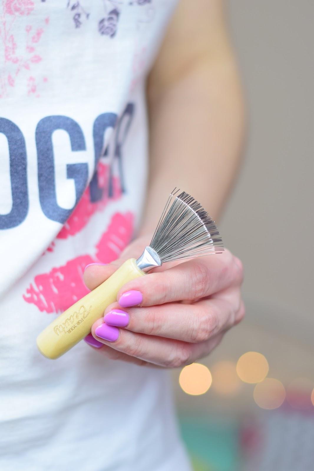przyrząd do czyszczenia szczotek jak wyczyścić szczotkę do włosów