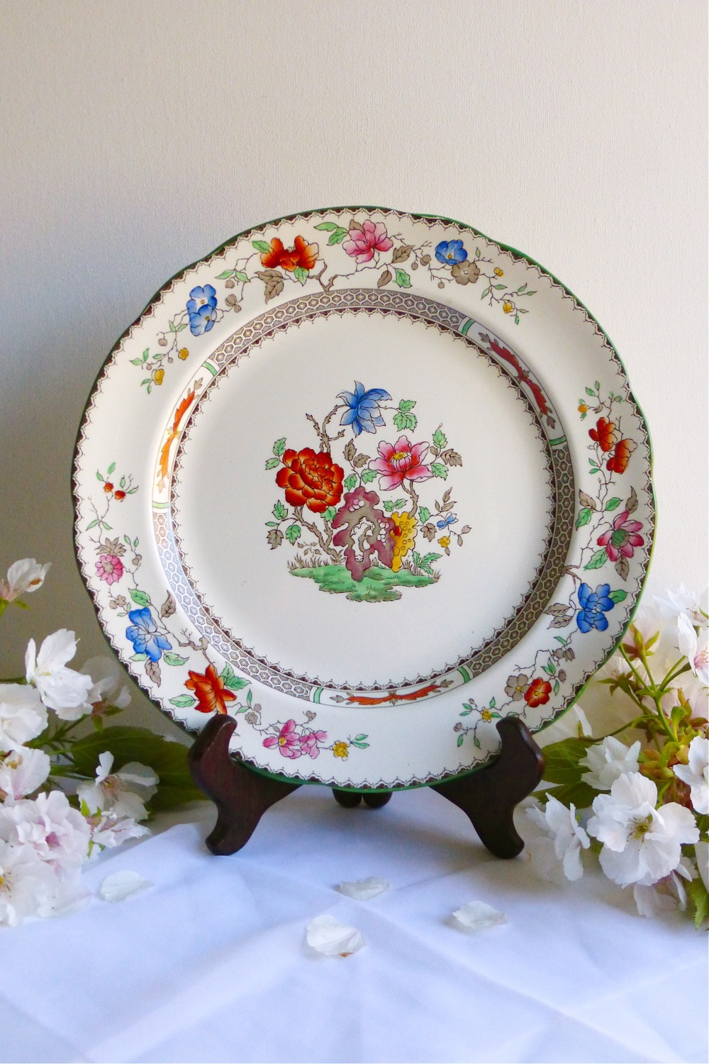 Copeland Spode Chinese Rose dinner plate, antique Copeland Spode plate, Copeland Spode chinoiserie style plate, Copeland Spode chinoiserie revival decorative plate, English china, English Chinese style china