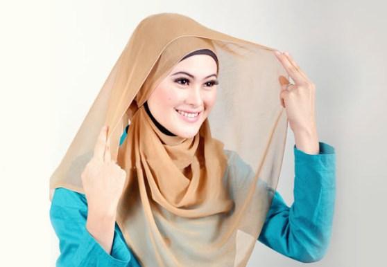 tutorial memakai jilbab segi empat simple