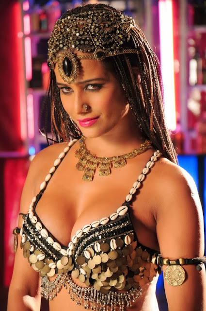 Poonam Pandey  hot photo shoot ever in traditionally