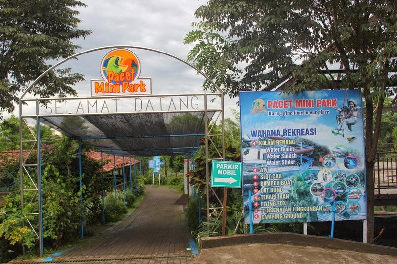 Gerbang Wisata Pacet Mini park