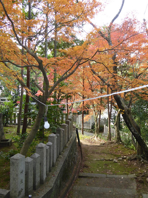御机神社・境内の紅葉