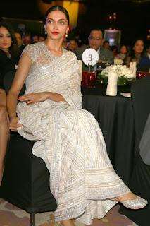 Deepika Padukone At Awards Function In White Saree (3)