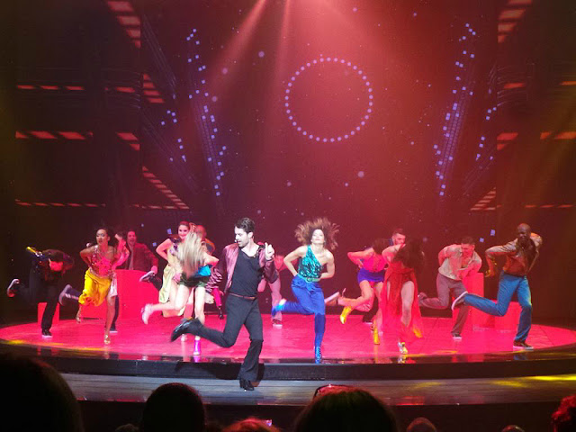 Saturday Night Fever la fièvre du samedi soir spectacle comédie musicale Palais des sports Paris Fauve Hautot Nicolas Archambault