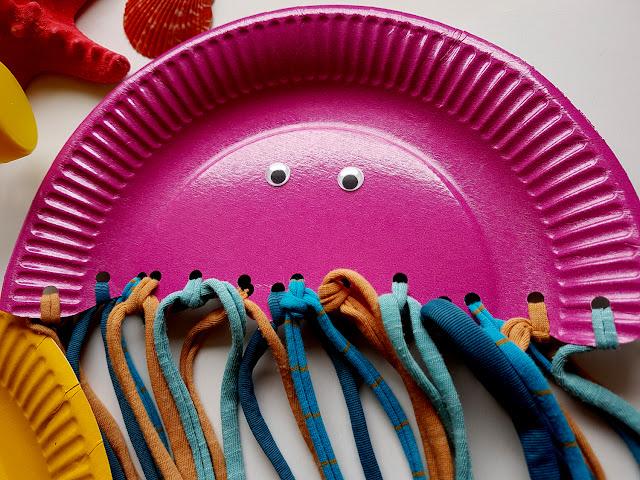 ocean - ryba z butelki - meduzy z papierowych talerzyków - summer children crafts - diy - prace plastyczne - wakacje z dzieckiem - kreatywnie z dzieckiem