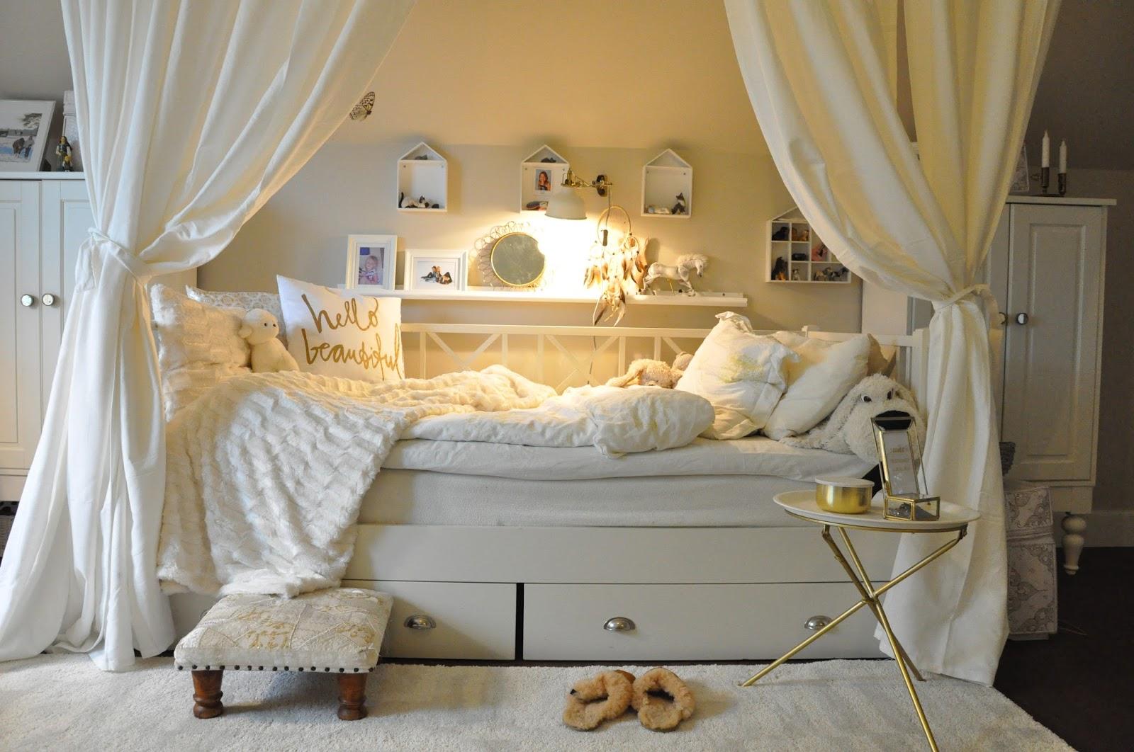 Den vita drömgården: ett ungdomsrum i vitt och guld!