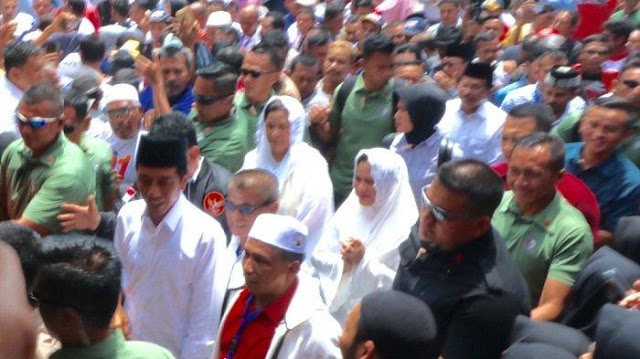 Ide Berbaju Putih Ke TPS, Andi Arief: Ingin Indonesia Seperti Thailand?