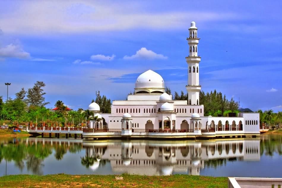 POTO Travel  Tours Gambar Masjid Yang Indah di Malaysia